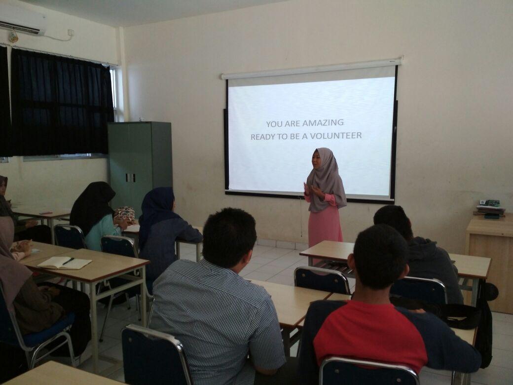 Relawan bsmi DKI Jakarta berdiskusi dengan relawan BSMR SMA IT Nurul Fikri